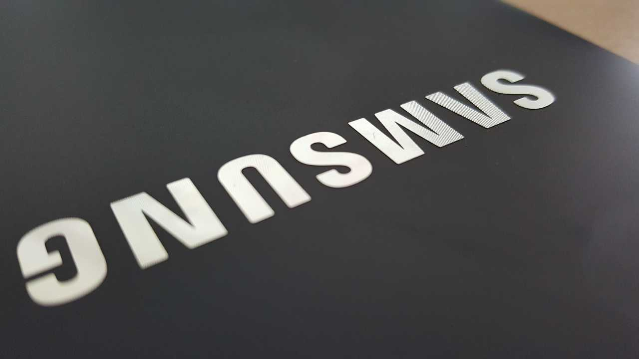Photo of Descarga gratis ya los fondos de pantalla filtrados del Samsung Galaxy S20
